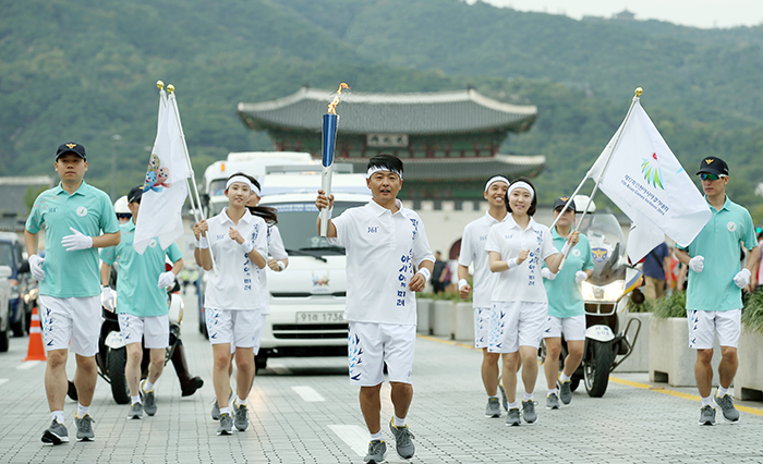 Incheon_AsianGaems_Torch_Relay_Seoul_Article_01.jpg