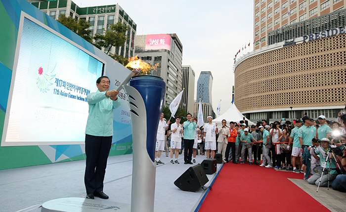 Incheon_AsianGaems_Torch_Relay_Seoul_Article_04.jpg
