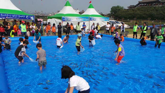 Myryang_Arirang_Festival_02.jpg